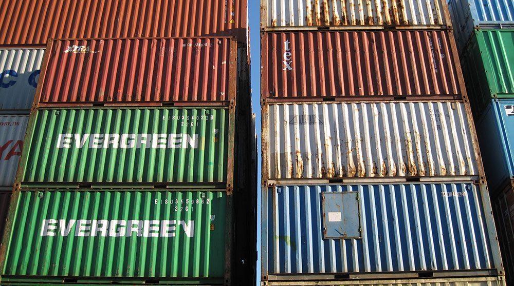 Gestapelde container zonder twistlok